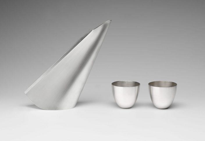 Veer pouring vessel and cups, Britannia silver, 2017, 28cm x 32cm x 9cm